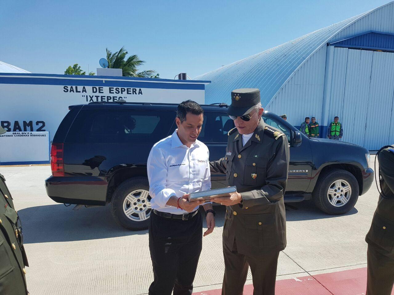 Photo of Anuncia Cienfuegos 100 millones para base militar y aeropuerto en Ixtepec