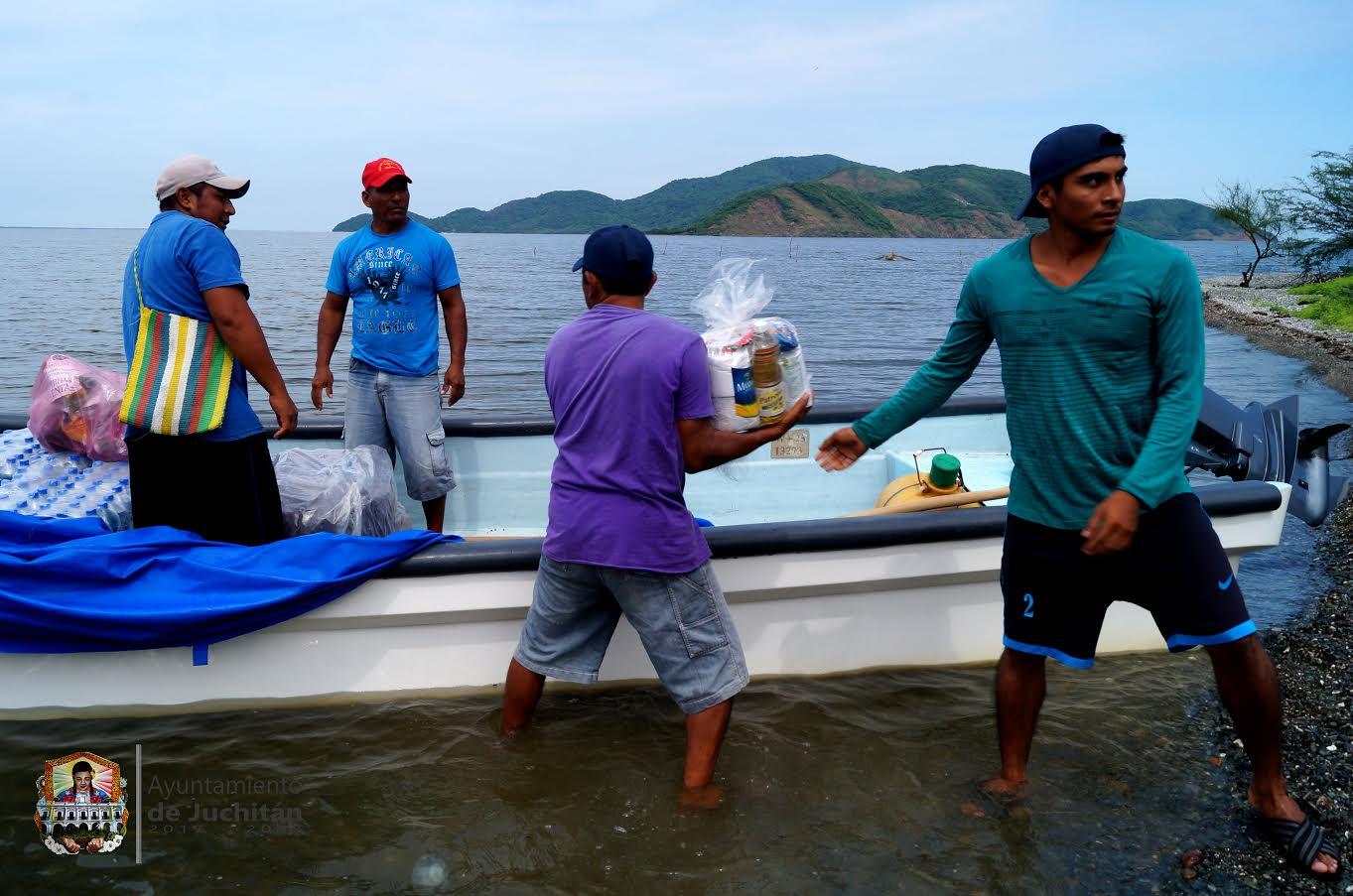 Photo of Ayuntamiento  y Dif municipal de Juchitán  coordinan entrega de víveres en Santa María del Mar