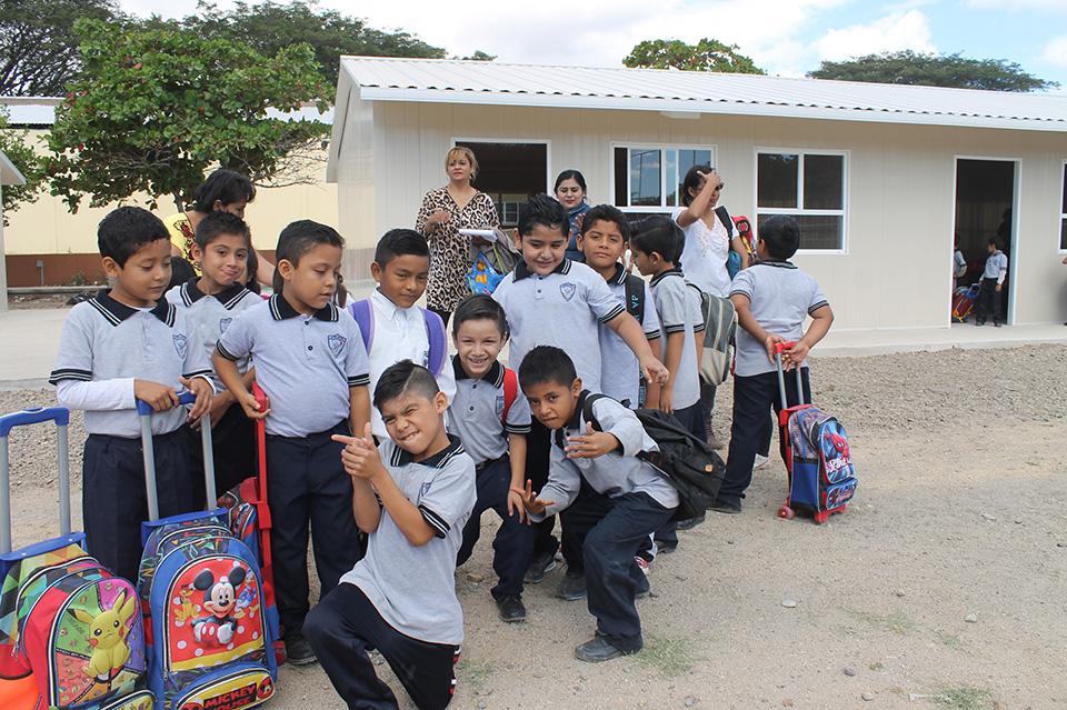 Photo of ALUMNOS DEL CENTRO ESCOLAR JUCHITAN RECIBEN CLASES EN EL BINNIZÁ