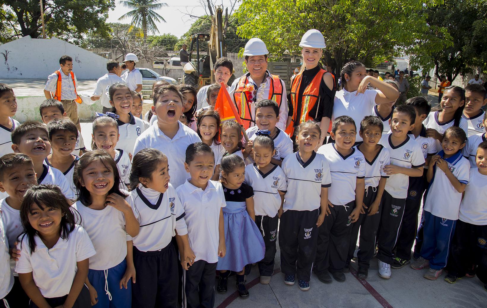 Photo of INVIERTE RODOLFO LEÓN ARAGÓN EN LA EDUCACIÓN DE LA NIÑEZ SALINACRUCENSE