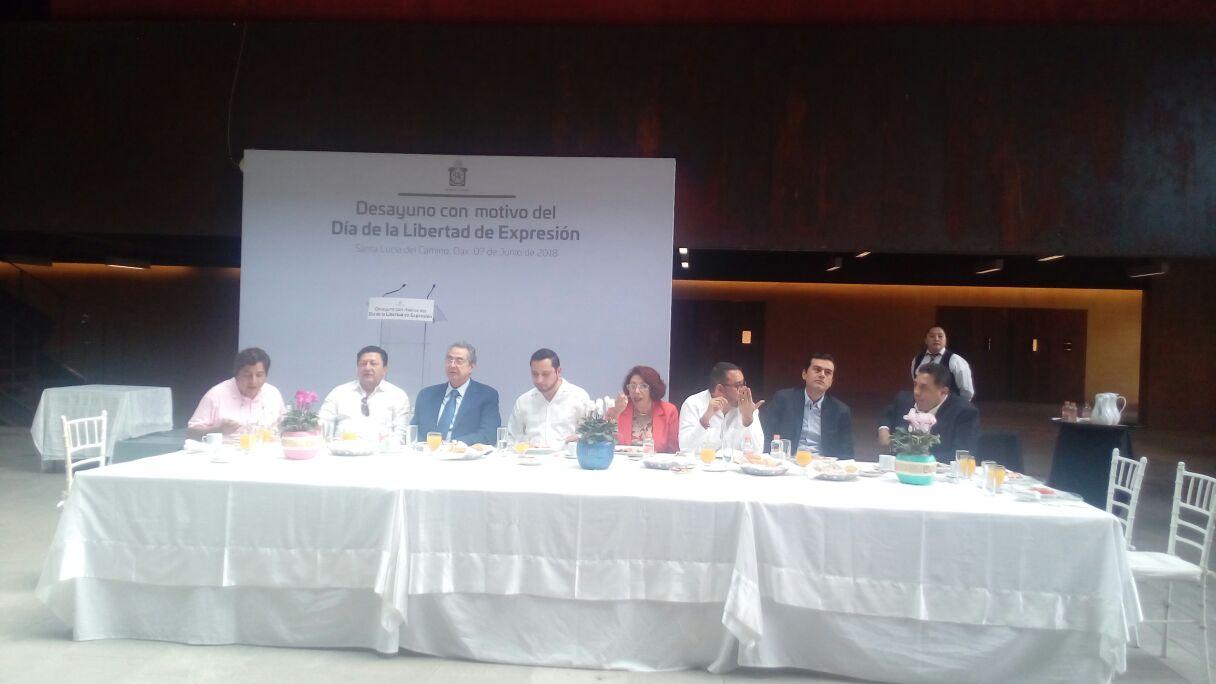 Photo of Ratifica gobierno de Alejandro Murat compromiso con los comunicadores