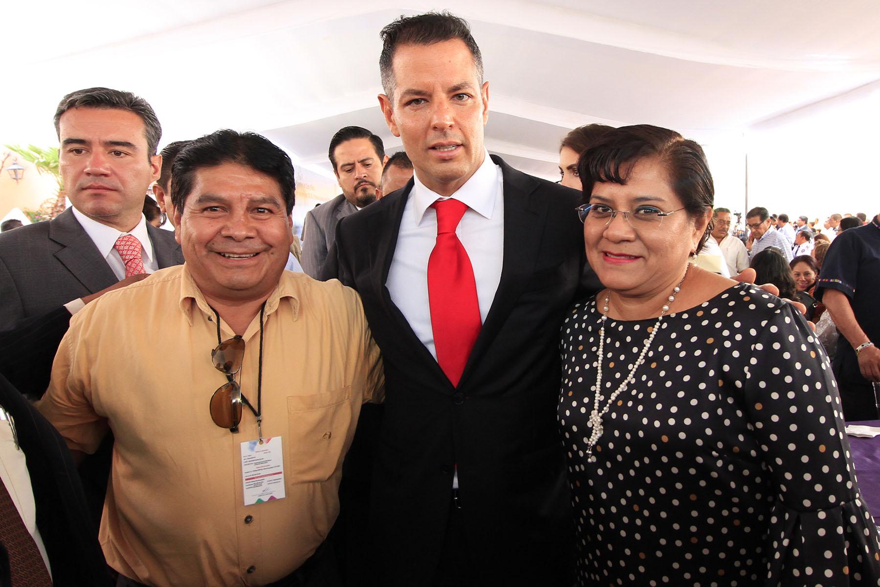 Photo of Entrega AMH reconocimientos y medallas a trabajadores del Gobierno de Oaxaca