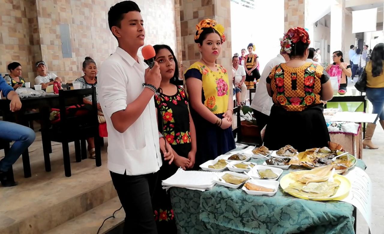 Photo of Estudiantes del CESEEO a través de las tradiciones presentan su evaluación final.