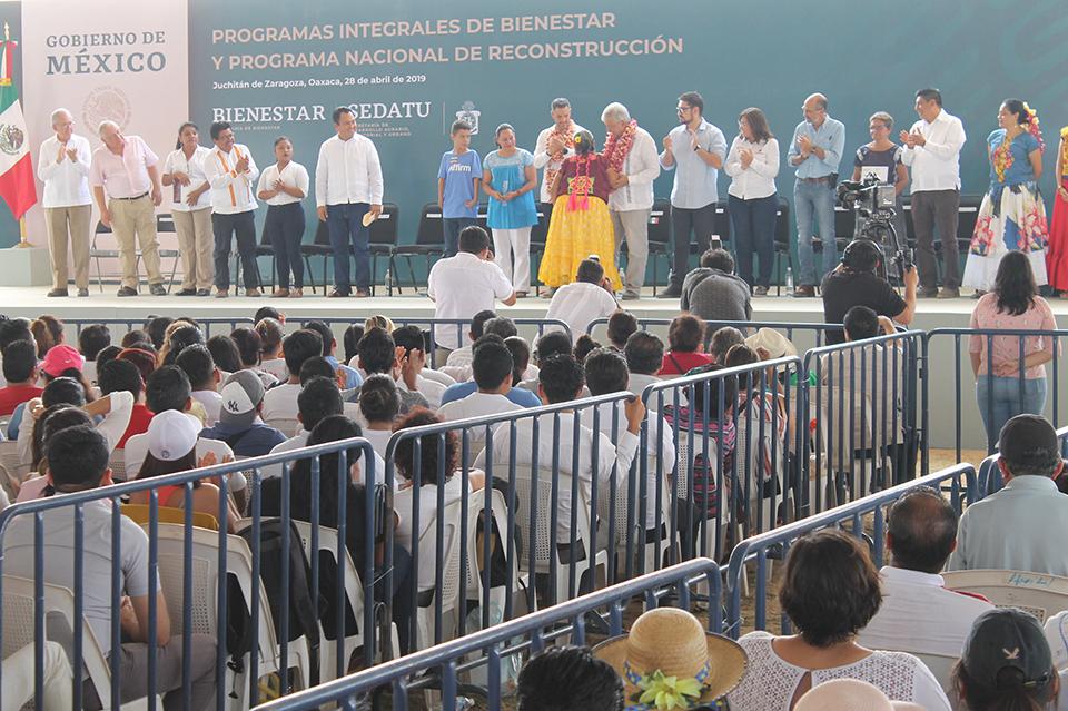Photo of No le fallaré a los oaxaqueños: presidente López Obrador