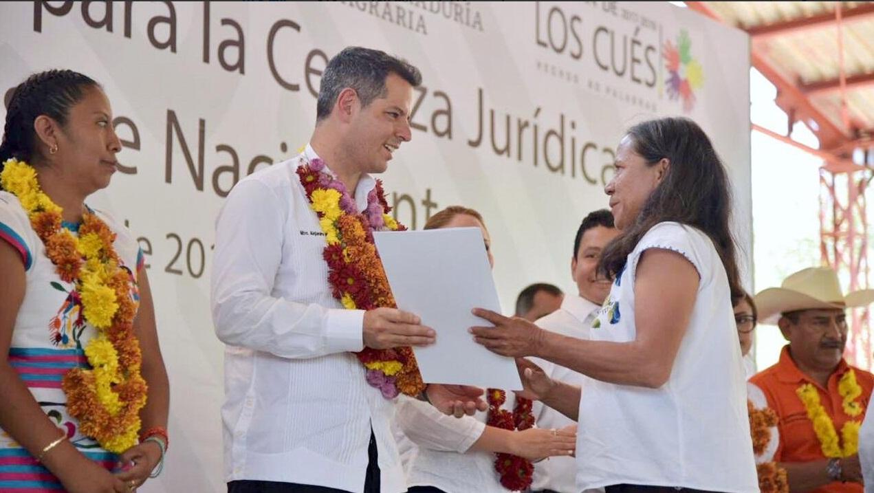 Photo of 961 familias de la Cañada reciben títulos de propiedad por parte del gobierno de AMH