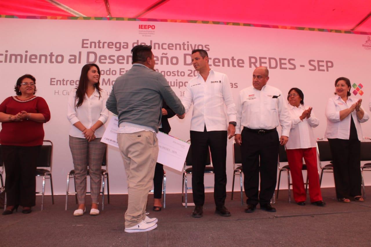 Photo of Gobierno de Oaxaca trabaja para empoderar la labor docente en beneficio de la niñez oaxaqueña: Alejandro Murat