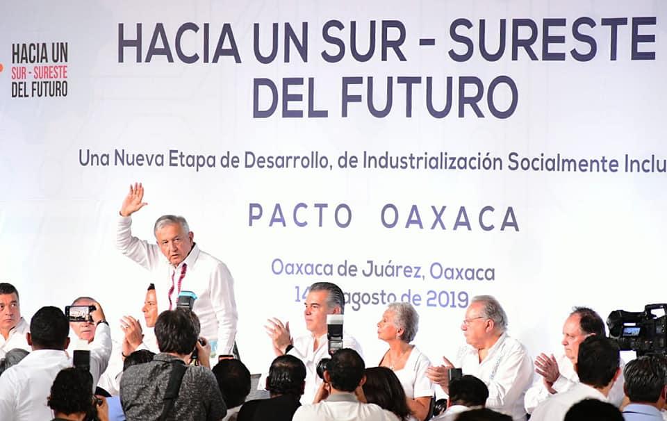 Photo of López Obrador firma Plan Oaxaca para impulsar desarrollo del Sur-Sureste del país
