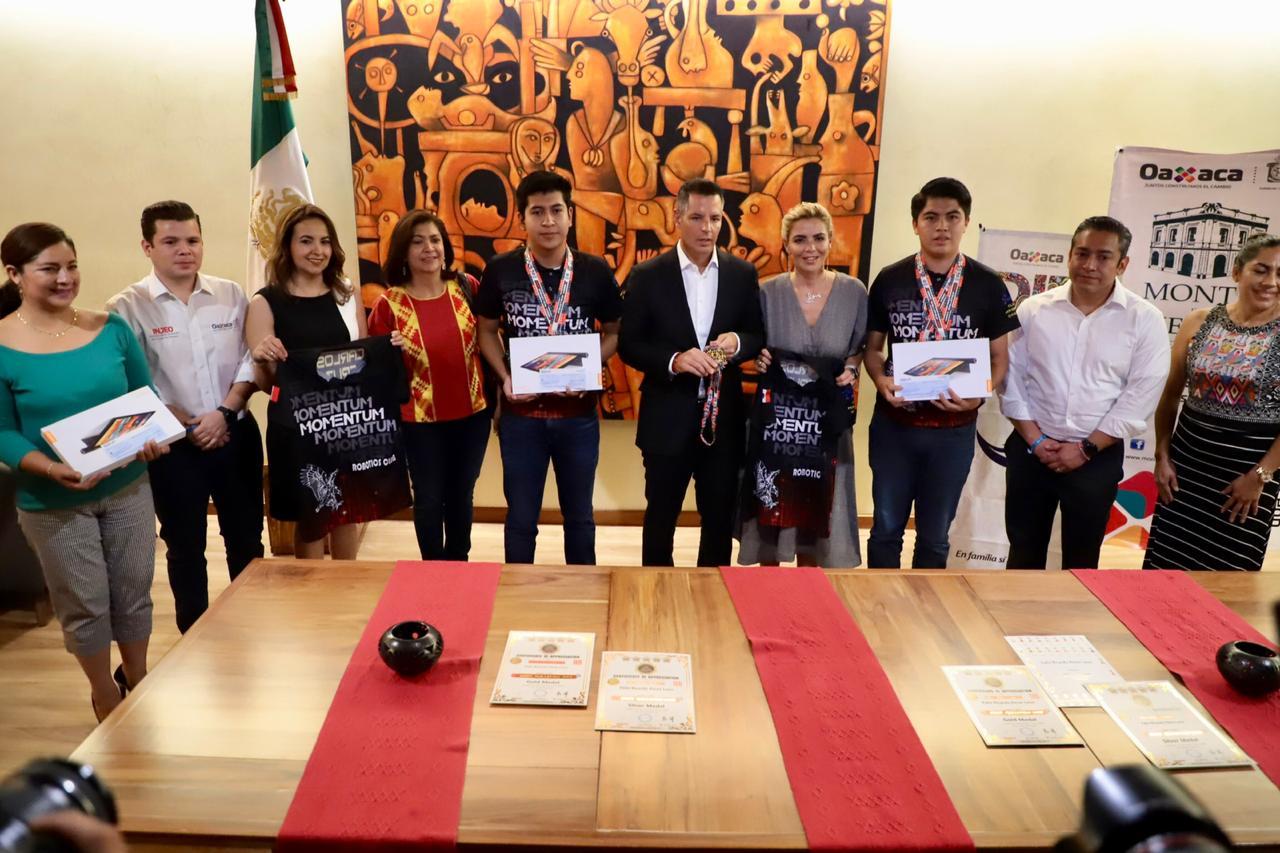 Photo of Reconoce AMH a jóvenes oaxaqueños que participaron en concurso internacional de robótica