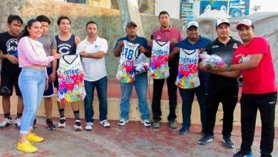 Photo of Entrega Gobierno de Juchitán uniformes a atletas que participan en fase estatal de Juegos Conade 2020