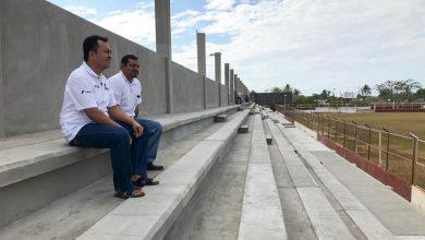 """Photo of Supervisa Emilio Montero avanzada reconstrucción del estadio """"El Juchiteco"""""""