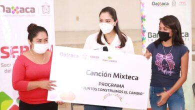 Photo of Mujeres mixtecas fortalecen su economía con el impulso del Gobierno del Estado